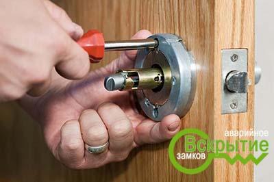 Как часто нужно менять дверные замки?